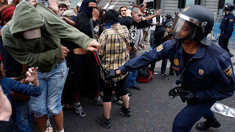 Ministro del interior espa ol elogia la represi n policial for Ultimas declaraciones del ministro del interior